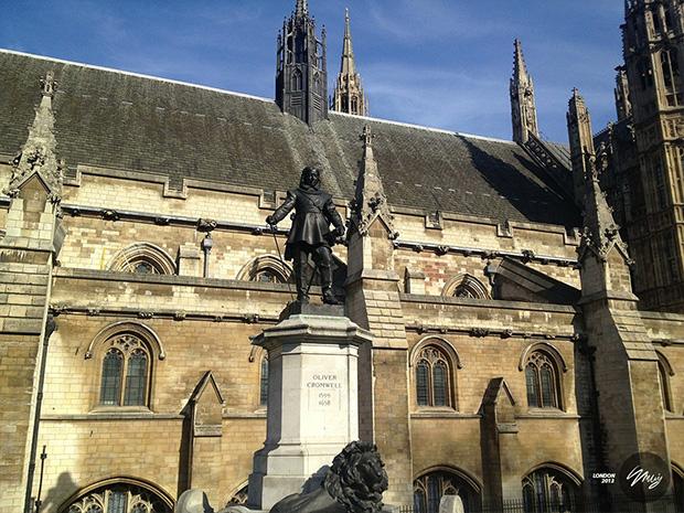Статуя Оливера Кромвеля